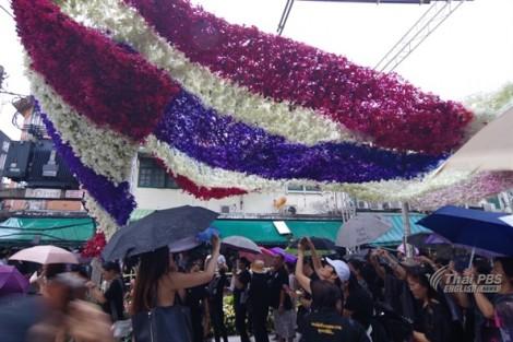 Đường hoa rực rỡ tiễn đưa cố quốc vương Bhumibol Adulyadej