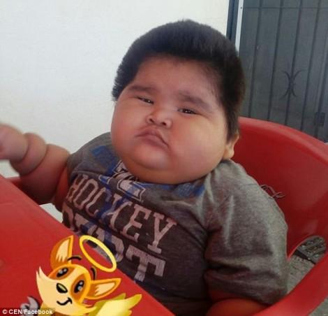 Em bé 10 tháng nặng bằng trẻ 9 tuổi