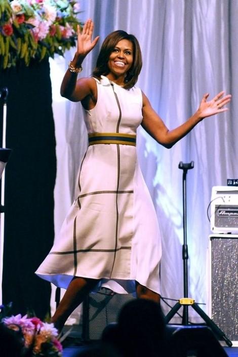 Mặc đầm đen sang trọng như gu thời trang Michelle Obama