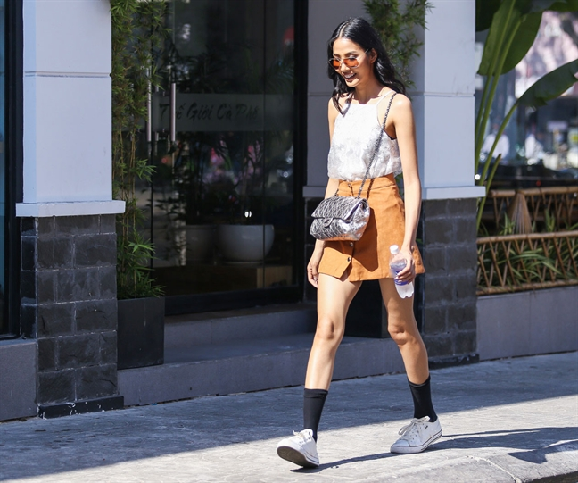 Ngam street style khong the roi mat cua nguoi mau Hoang Thuy