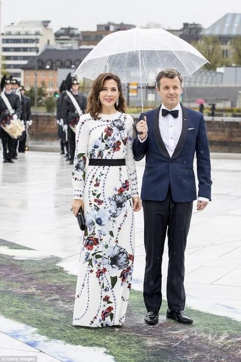 Mê mẩn gu thời trang của công nương quyến rũ nhất thế giới