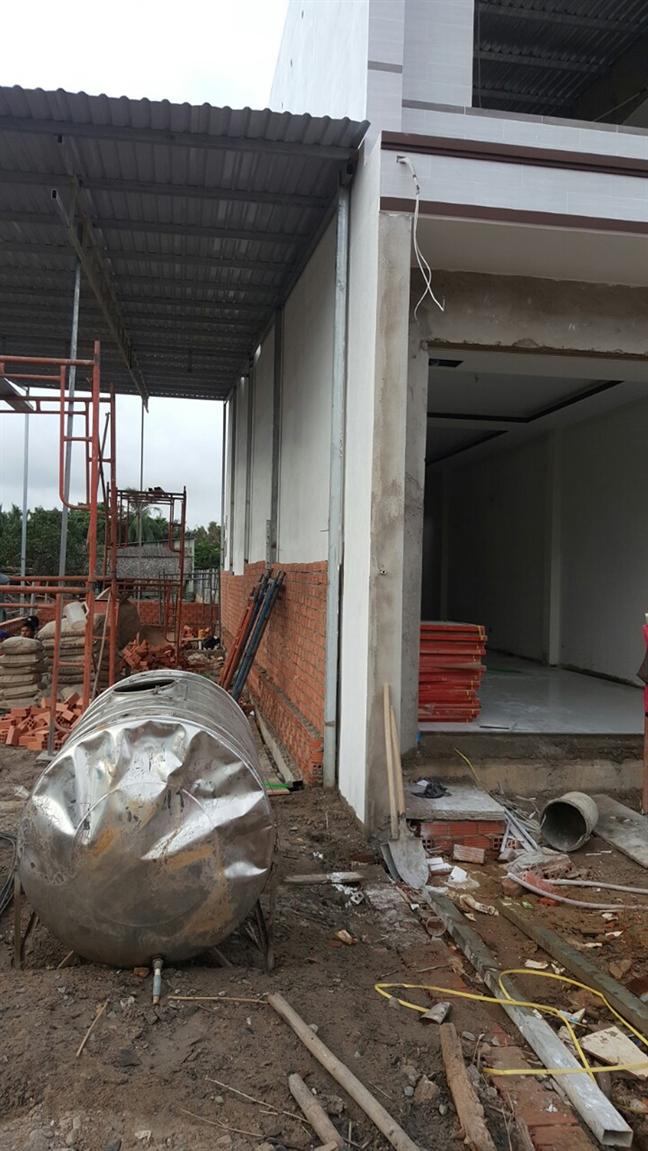 Phuong Long Truong, quan 9, TP.HCM: Ngang nhien xay nha tren... dat nguoi khac