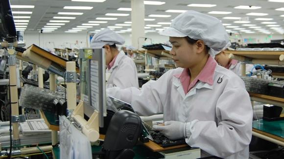 Nam 2018, 4.000 lao dong nu se bi giam 5 - 10% luong huu theo cach tinh moi
