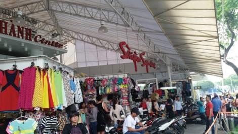 Hàng nhái được bày bán công khai tại trung tâm TP.HCM