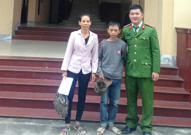 Dap xe di tham nguoi than, cau be 12 tuoi lac duong gan 250km tu Thanh Hoa ve Nghe An