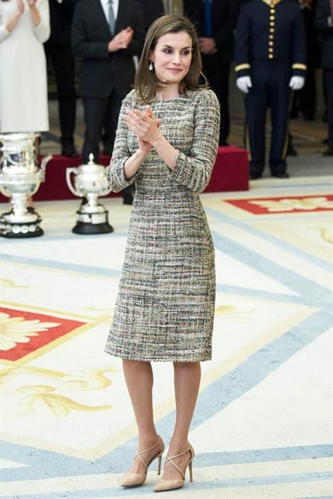 Thời trang quý phái ở tuổi 45 của hoàng hậu Tây Ban Nha