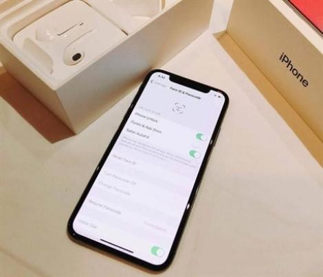 Chiếc iPhone X 'hạ cánh' đầu tiên tại Việt Nam giá gần 70 triệu đồng