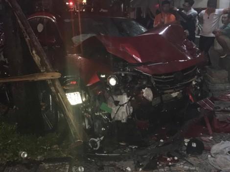 Cô gái trẻ chết thảm khi xe 'điên' lao vào quán nhậu