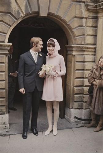 Váy cưới chuyển mình qua từng giai đoạn