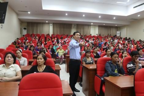Hội LHPN TP.HCM: Trao 131 phương tiện làm ăn cho phụ nữ nghèo