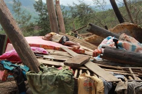 Xã nghèo tan hoang, người dân lâm cảnh màn trời chiếu đất sau bão Damrey