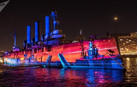 Saint Petersburg tái hiện Cách mạng tháng Mười bằng ánh sáng lộng lẫy
