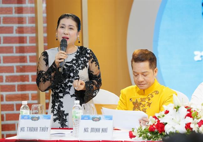Nghe si Thanh Thuy hao hung voi nhung 'trang giay trang'