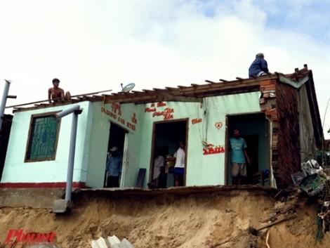 Bão vừa đi qua, hàng nghìn dân Phú Yên lại sống trên 'miệng tử thần' vì triều cường