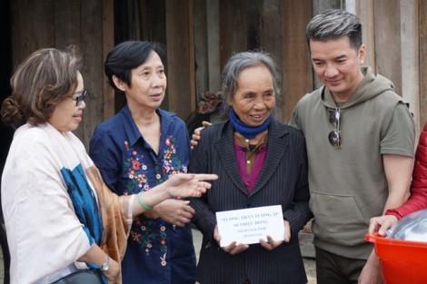 Sao Việt chung tay kêu gọi, giúp đỡ đồng bào miền Trung bị thiệt hại do bão lũ