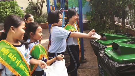 Phân loại rác ở trường học: khó nhưng phải làm