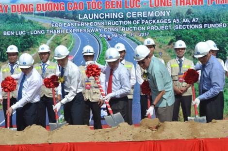 Khởi công ba gói thầu cuối cùng dự án đường cao tốc trị giá hơn 1,5 tỷ USD