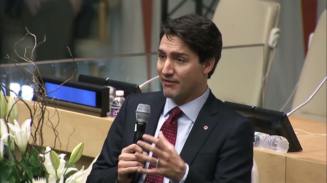 Thu tuong Canada Justin Trudeau day con trai yeu thuong va bao ve phu nu