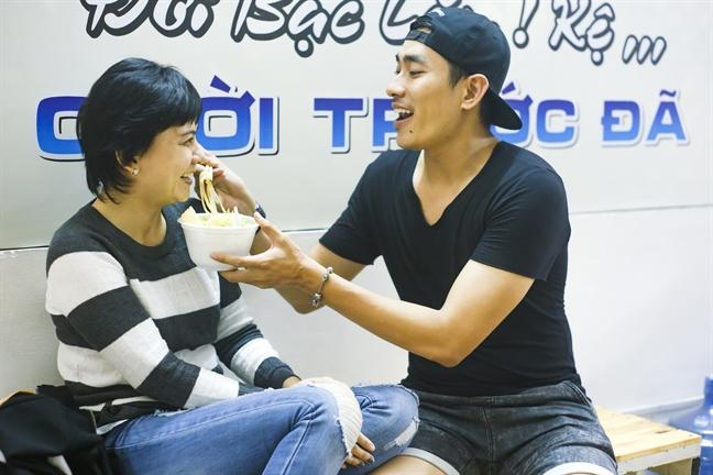 Khong mang viec sut 4kg, Kieu Minh Tuan van het long cham soc Cat Phuong