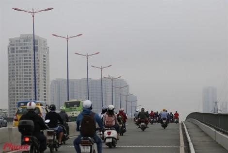 Sài Gòn se lạnh sáng sớm, mờ ảo trong sương mù