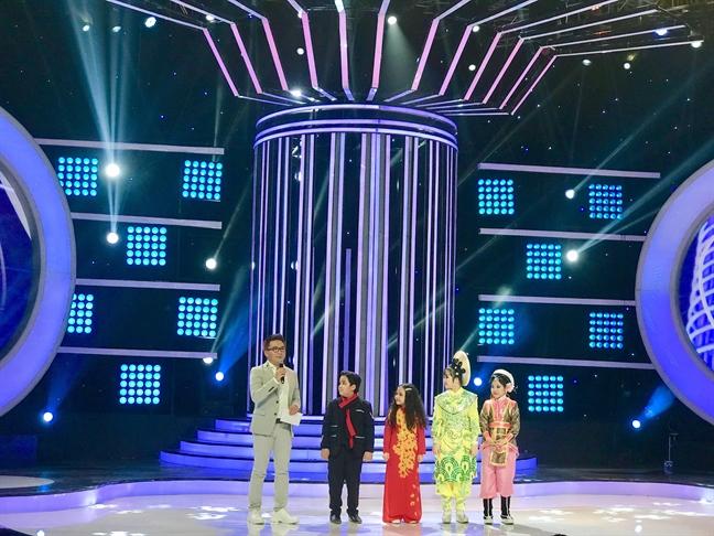 Thuy Binh gianh quan quan 'Guong mat than quen nhi 2017'