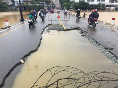 'Nàng thơ xứ Huế' mới sửa chữa 19 tỷ đồng đã bị bong tróc sau lũ