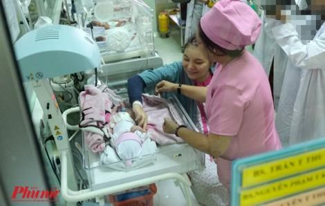 Nhờ kỹ năng bắt mạch đơn giản, nữ hộ sinh cứu sống thai nhi bị dây rốn quấn 4 vòng quanh cổ