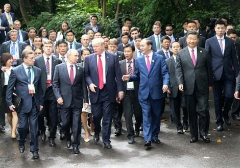 Lãnh đạo APEC 2017 hào hứng chụp ảnh kỷ niệm