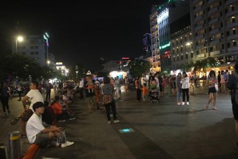 Người dân kéo về phố đi bộ Nguyễn Huệ tham dự Lễ hội Văn hoá Việt – Hàn