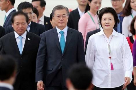 Phu nhân Tổng thống Hàn Quốc Moon Jae In giản dị, thanh lịch khi dự APEC 2017