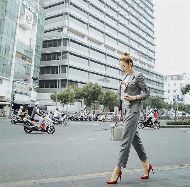 Street style am ap, trendy cua sao Viet trong thoi tiet troi ret muot