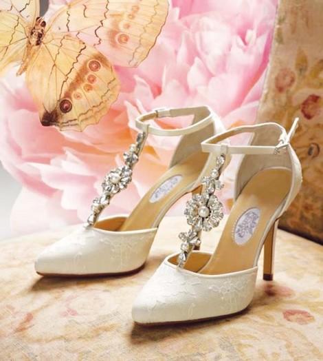 Mùa cưới, nói chuyện giày cưới