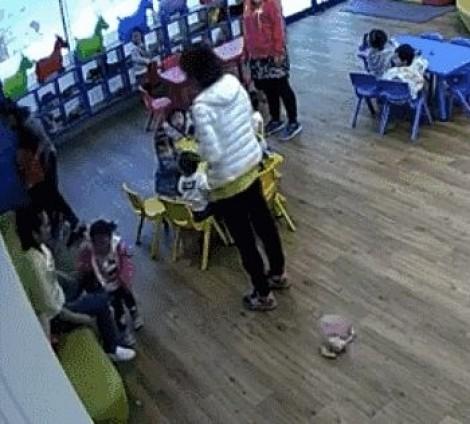 Giáo viên mẫu giáo gây phẫn nộ vì bạo hành học sinh
