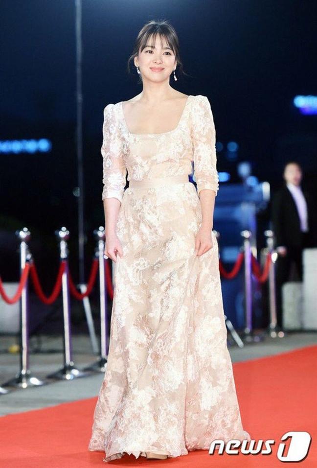 Vay cuoi Dior 3 ty dong cua Song Hye Kyo duoc tao ra nhu the nao?