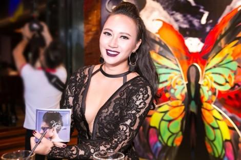 Khánh Linh 'lột xác' trong thiết kế của Võ Thuỳ Dương