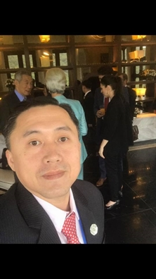 Tro ly Tong thong Philippines nghien 'selfie' cung cac chinh khach the gioi
