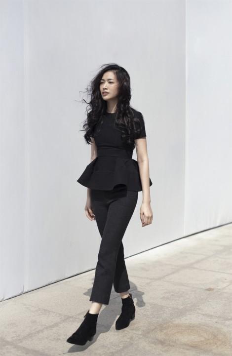 Mai Thanh Hà thanh lịch trong bộ sưu tập đen trắng của nhà tạo mốt Đặng Hải Yến