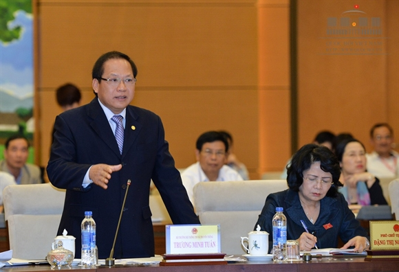 Bo truong Truong Minh Tuan: Facebook, Google thu ca tram trieu do nhung khong dong mot dong thue nao tai Viet Nam