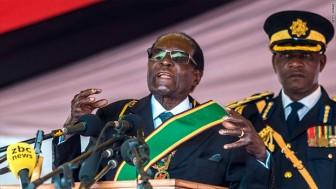 Tổng thống Mugabe đã làm khánh kiệt nền kinh tế Zimbabwe như thế nào?