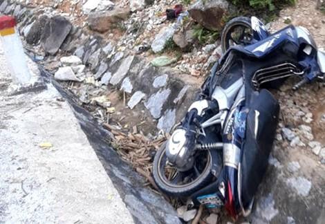 Xe máy mất phanh lao vào núi, hai mẹ con tử vong tại chỗ
