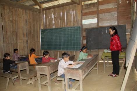 Khiển trách nguyên Chủ tịch huyện 'ngâm' gần 6 tỷ hỗ trợ học sinh nghèo