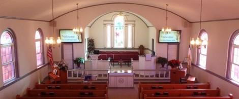 Người đàn ông lỡ tay làm vợ chồng trúng đạn ngay trong nhà thờ