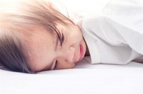 Những biện pháp tự nhiên khắc phục chứng đau dạ dày ở trẻ