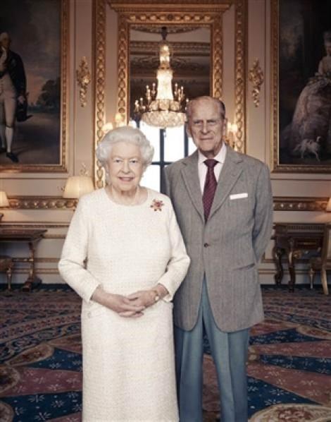 Nữ hoàng Elizabeth và Hoàng thân Philip kỷ niệm đám cưới bạch kim