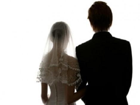 Cưới nhau vì lỡ dính bầu, có con trai anh vẫn chán vợ và bất chấp lao vào tình mới