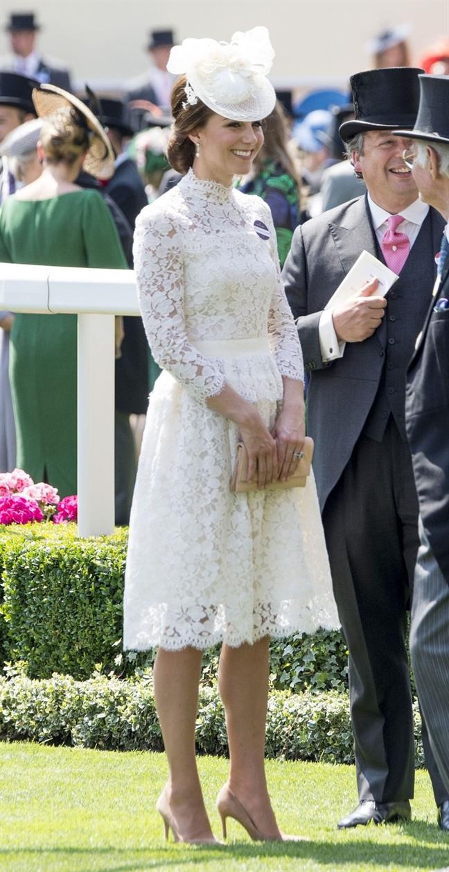 Cach mac vay ren dep nhu Cong nuong nuoc Anh Kate Middleton