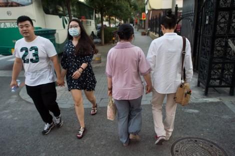 Áp lực xã hội nặng nề, người đồng tính Trung Quốc ẩn mình sau 'hôn nhân hợp tác'