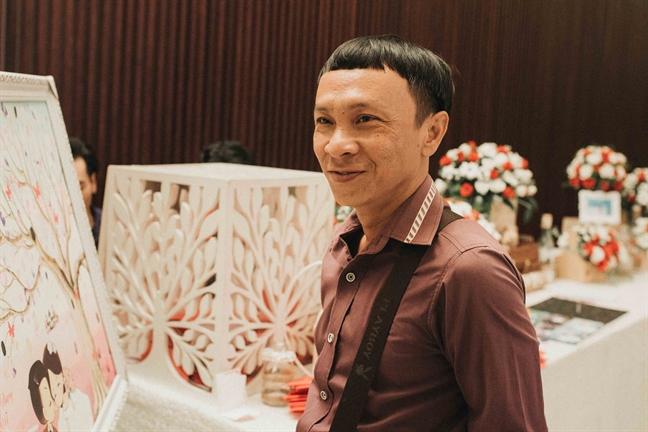 Nghe si Vu Linh hat 'Ao moi Ca Mau' va tang kieng vang hon 2 luong cho chau gai trong le vu quy