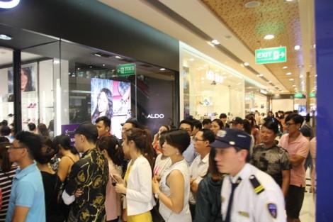 Trễ 20 phút, nhiều người ra về tay trắng trong ngày Black Friday