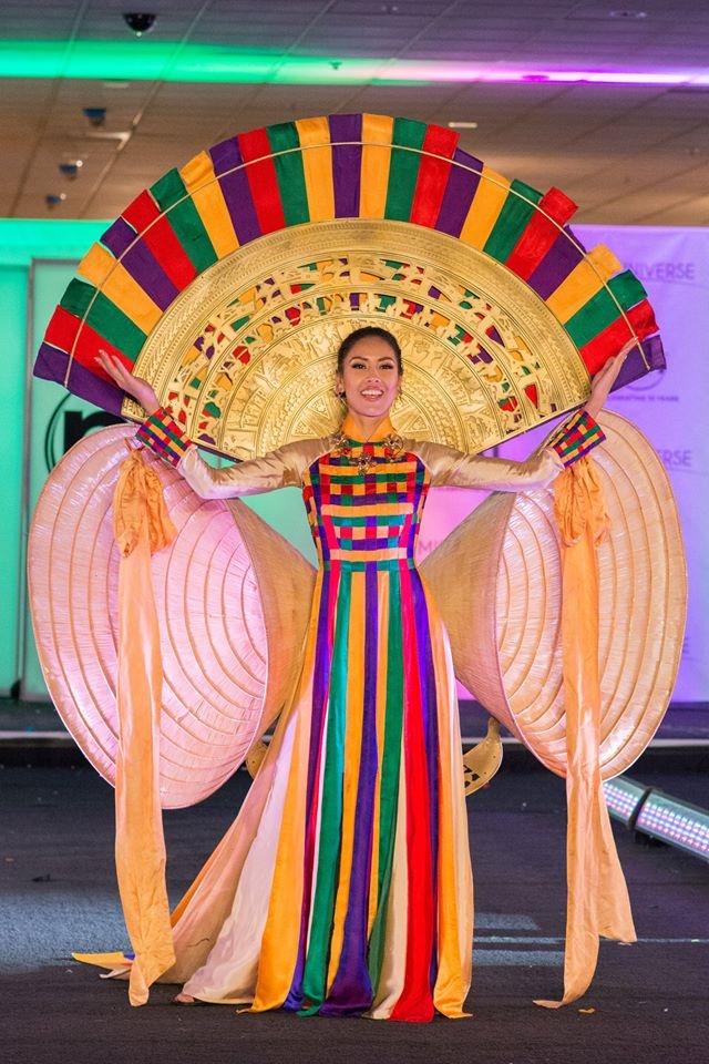 Dai dien Nam Phi dang quang, Nguyen Thi Loan 'trang tay' tai 'Hoa hau Hoan vu 2017'